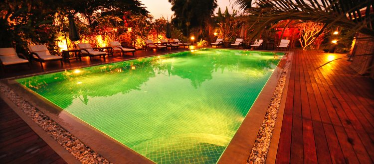 Piscine dans le lodge Terres Rouges, Ratanakiri, Cambodge